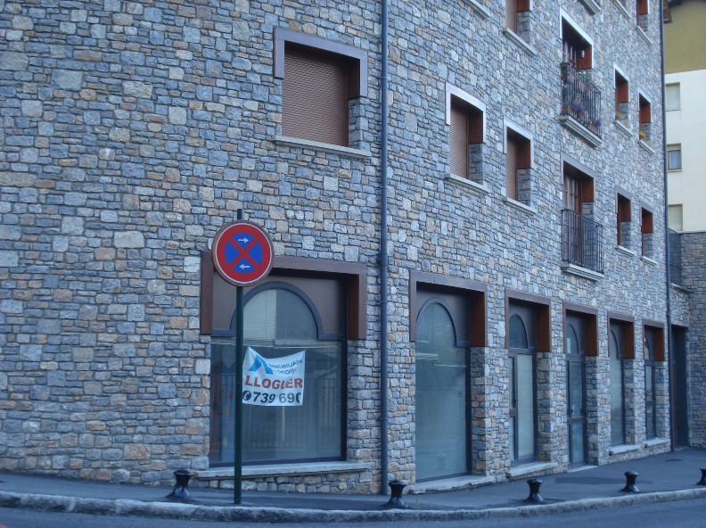 Second commercial line for rent in Ordino